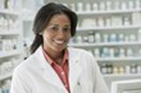 photo d'une pharmacienne precisant les dangers du cancer du poumon