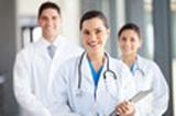 photo représentant trois medecins pour la prévention contre la mauvaise haleine prise en compte