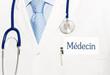image présentant un médecin avec une cravate bleu pour assurance mutuelle santé
